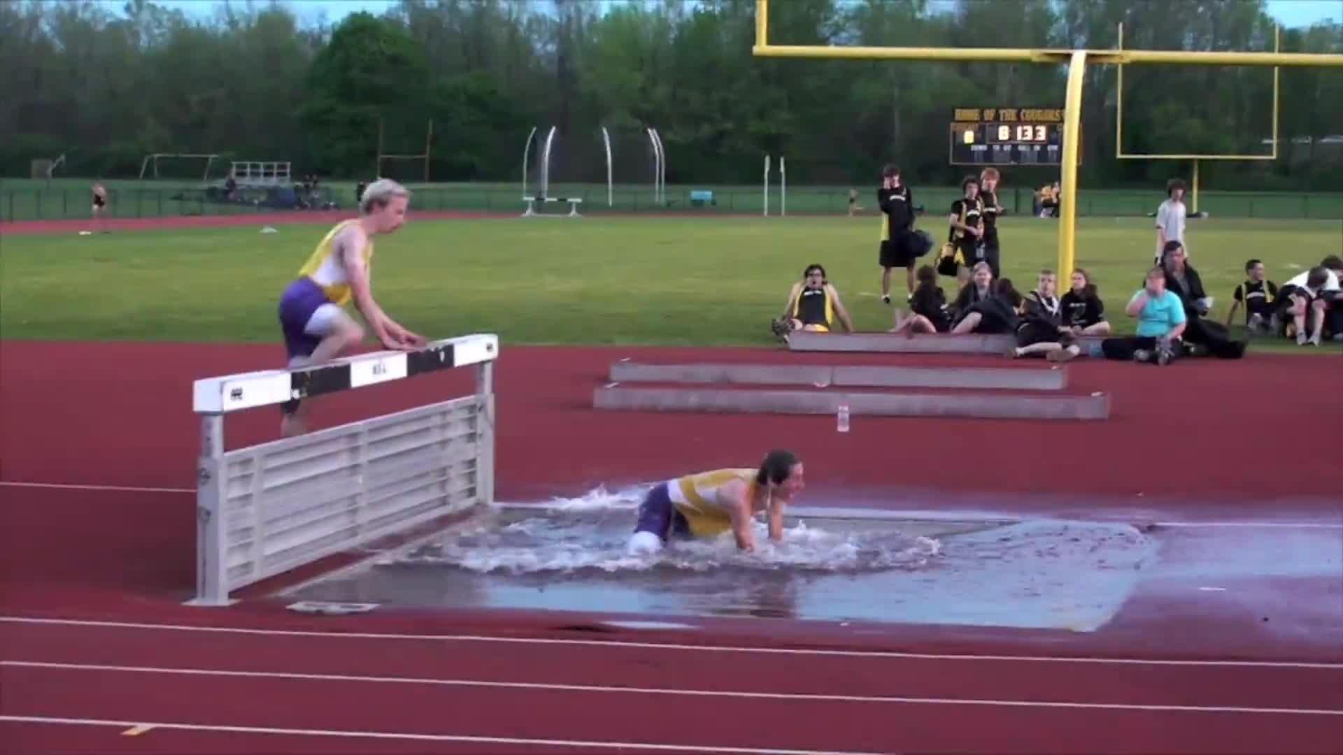Steeplechase racer falls into water jukin media for Steeple chase