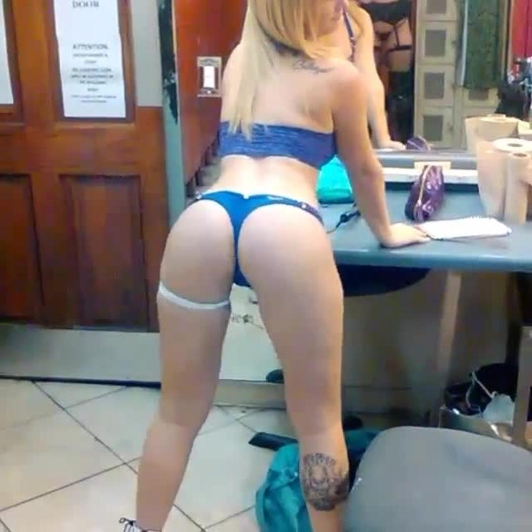 girl twerks in dressing room | jukin media