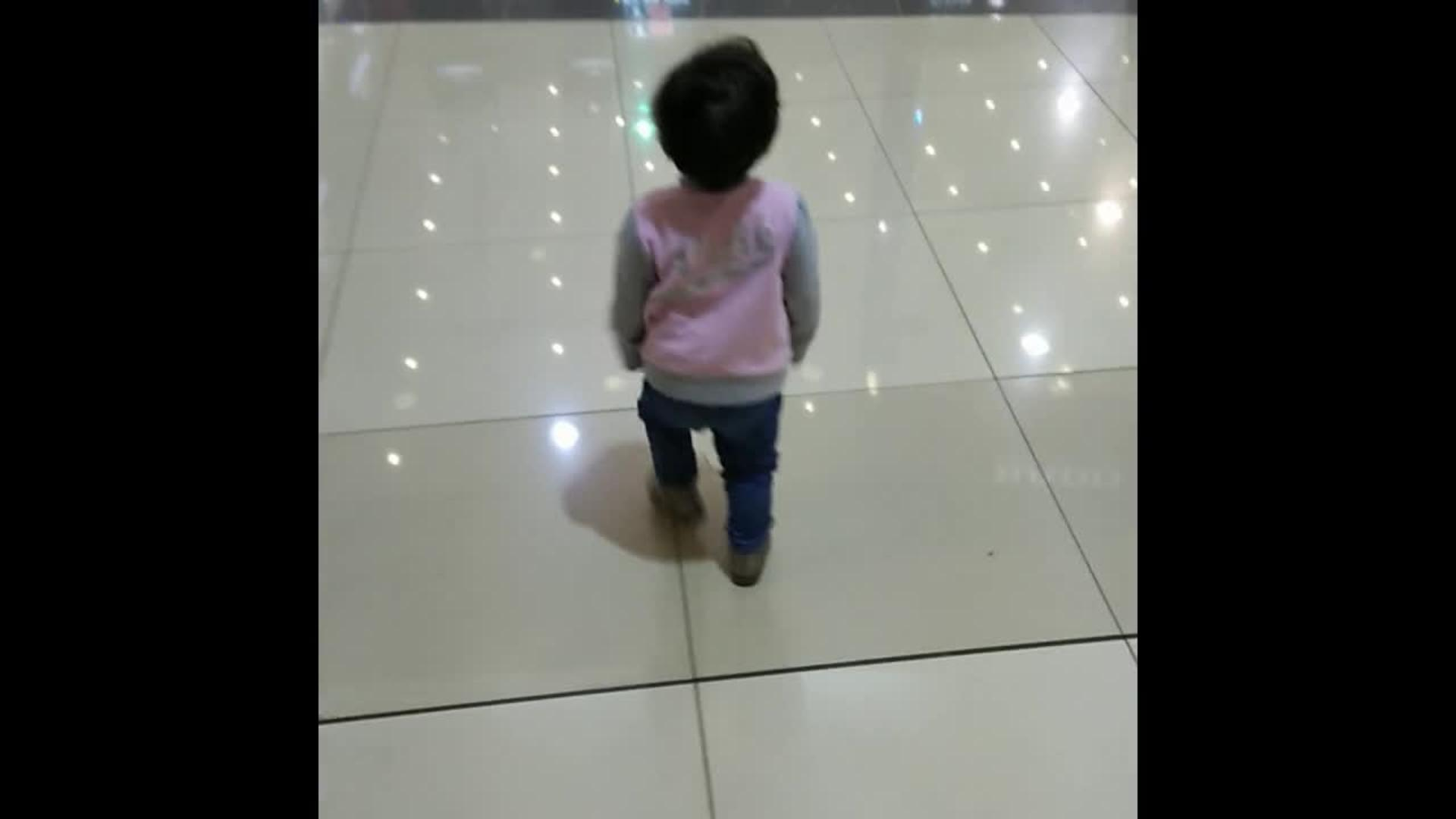 Girl Walks Into Door : Little girl walks into glass door jukin media