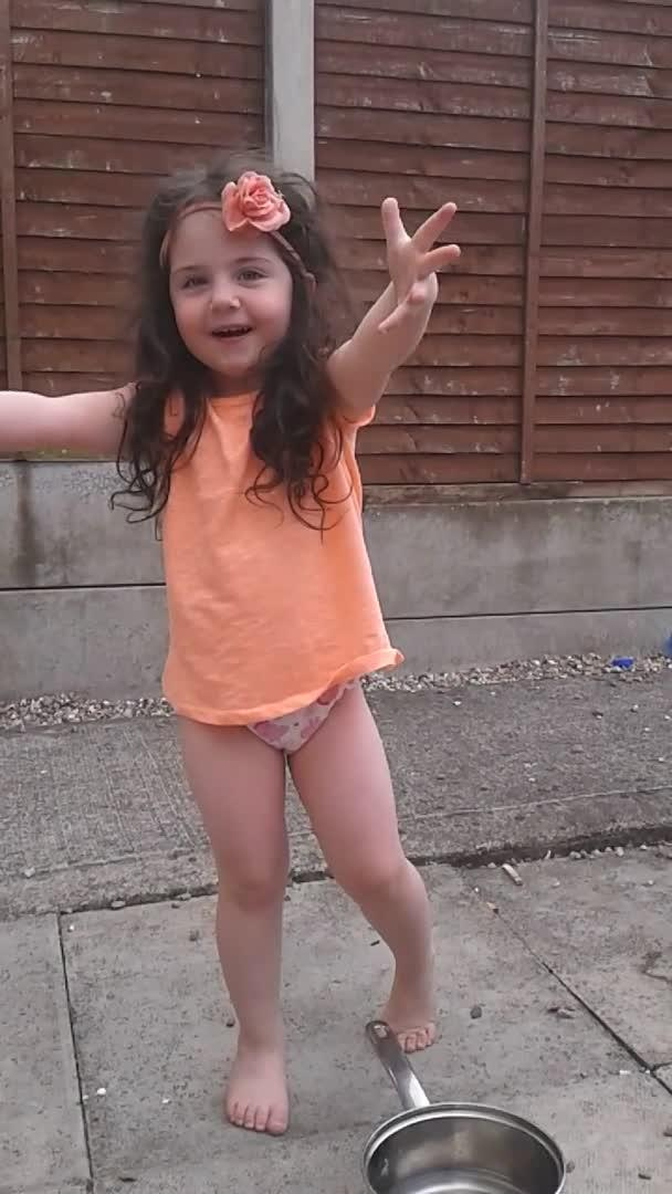 little girls pee Little Girl Performs ALS Ice Bucket Challenge