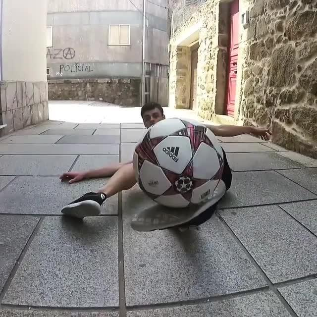 Guy Shows Off Awesome Soccer Freestyle Skills