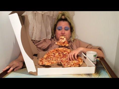 Woman Eats Pizza in Bathtub | Jukin Media