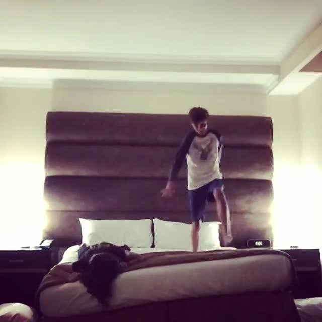 Guy Jumps From Bunk Bed Into Pants Jukin Media Inc