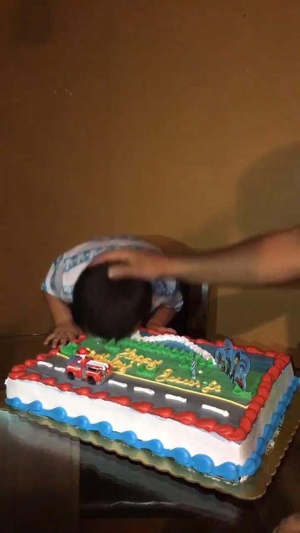 Kid Flips Off Family After Someone Pushes Head Into Cake Jukin Media