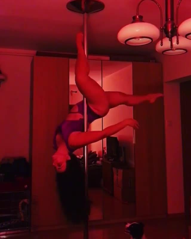 Advanced Pole Dancing Stripper