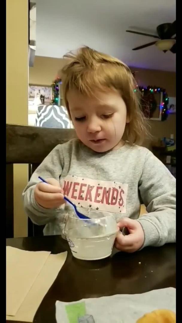 Little Girl Caught Sneakily Eating Chips   Jukin Media Inc